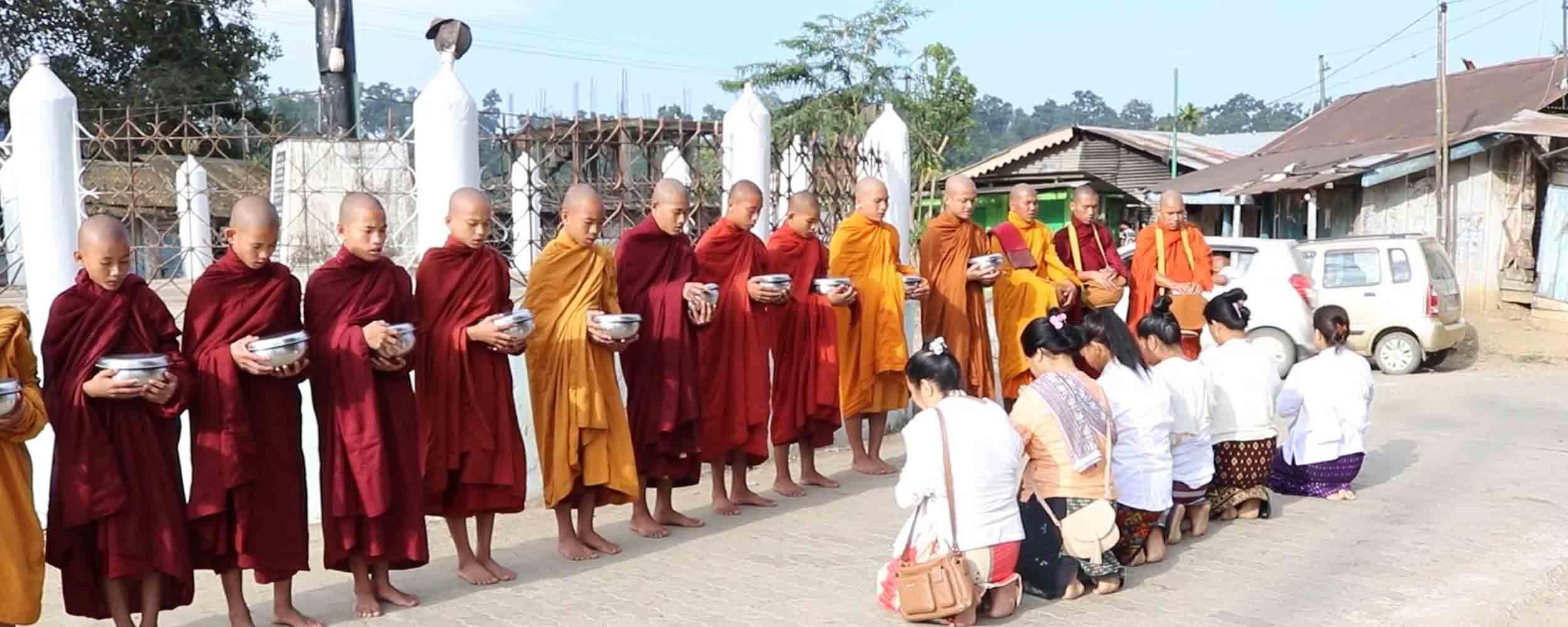 mahabodhi-deomali-monks