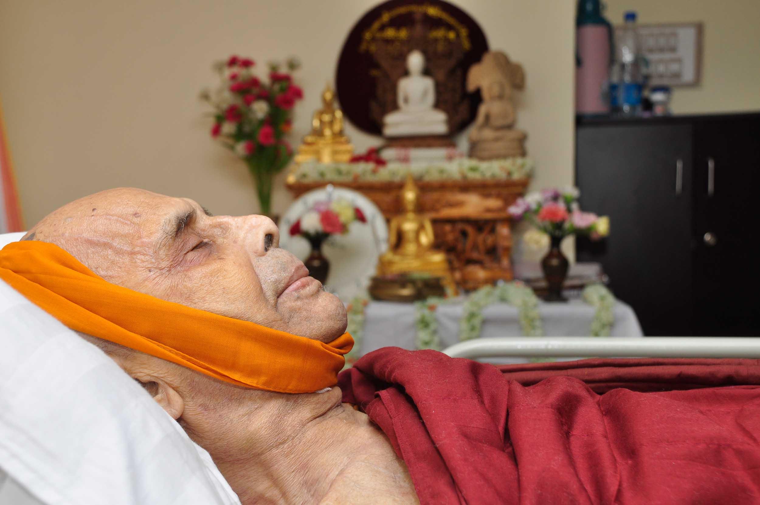 passing-away-of-ven-buddharakkhita-acharya-mahabodhi-2013 (2)